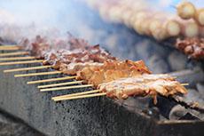 焼鳥店、魚料理店、焼肉店などの飲食店からの悪臭